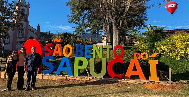 Prefeitura instala primeiro letreiro turístico em São Bento do Sapucaí